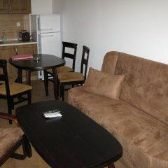 Апартаменты Krasi Apartments in Zornitsa Complex Чепеларе комната для гостей фото 2