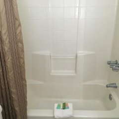Отель Shell Beach Inn ванная
