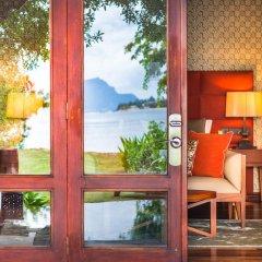 Отель Maradiva Villas Resort and Spa интерьер отеля