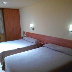 Отель Hostal Sant Sadurní Стандартный семейный номер с двуспальной кроватью фото 5