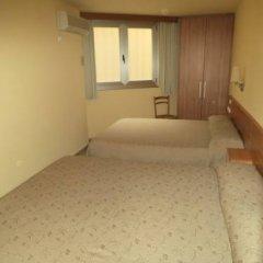 Отель Hostal Sant Sadurní Стандартный семейный номер с двуспальной кроватью фото 3