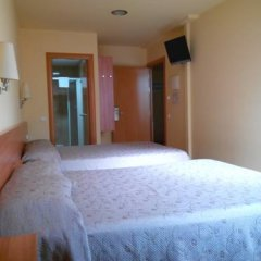 Отель Hostal Sant Sadurní Стандартный семейный номер с двуспальной кроватью фото 7