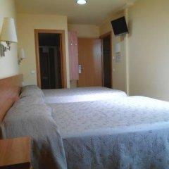 Отель Hostal Sant Sadurní Стандартный семейный номер с двуспальной кроватью фото 6