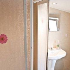 Отель Ulpia House Стандартный семейный номер с двуспальной кроватью фото 10