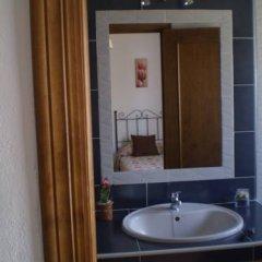 Отель Hostal El Canario Стандартный номер с различными типами кроватей фото 10