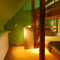 Отель Tabinoya - Tallinn's Travellers House Кровать в общем номере с двухъярусной кроватью фото 4