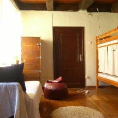 Отель Tabinoya - Tallinn's Travellers House Кровать в женском общем номере с двухъярусной кроватью