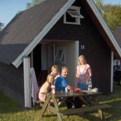 Отель Skovlund Camping & Cottages Коттедж