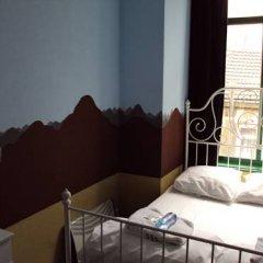 Отель The Flying Pig Uptown Стандартный номер с двуспальной кроватью (общая ванная комната)