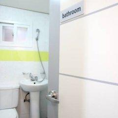 Отель K-POP GUESTHOUSE Seoul Station 2* Стандартный номер с двуспальной кроватью (общая ванная комната) фото 7