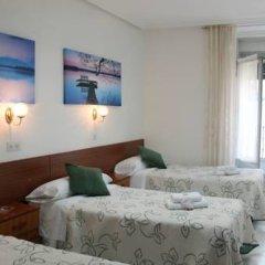 Отель Hostal Faustino Стандартный номер с различными типами кроватей фото 12