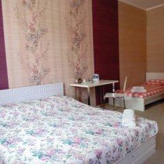 Гостиница Гермес 3* Стандартный семейный номер разные типы кроватей (общая ванная комната)