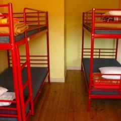 Отель Peniche Shoreline Guides Кровать в общем номере с двухъярусной кроватью