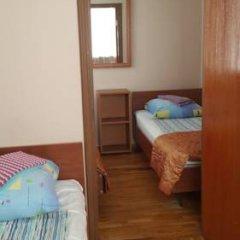 Гостиница Варз-400 2* Стандартный семейный номер с разными типами кроватей фото 5