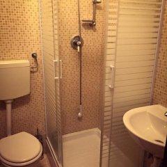 Отель Overseas Guest House Кровать в общем номере с двухъярусной кроватью фото 4