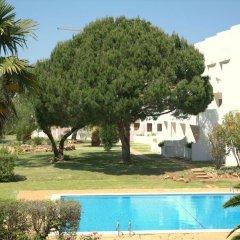 Отель Casal Das Alfarrobeiras Португалия, Виламура - отзывы, цены и фото номеров - забронировать отель Casal Das Alfarrobeiras онлайн бассейн фото 3