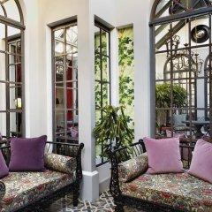 Отель Saint James Paris 5* Улучшенный номер с двуспальной кроватью фото 3