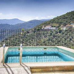 Отель Casa Rural Sierra Madrona бассейн