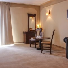 Royal Classic Hotel 3* Улучшенные апартаменты с различными типами кроватей фото 9