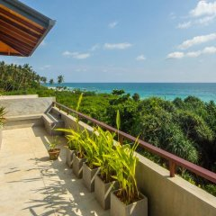 Отель Amba Ayurveda Boutique Hotel Шри-Ланка, Пляж Golden Mile - отзывы, цены и фото номеров - забронировать отель Amba Ayurveda Boutique Hotel онлайн балкон