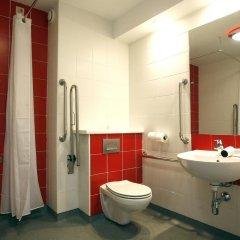 Отель Travelodge Madrid Torrelaguna 3* Стандартный номер с различными типами кроватей фото 4