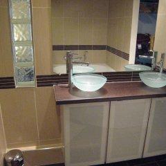 Отель Montgolfier Apartment Франция, Париж - отзывы, цены и фото номеров - забронировать отель Montgolfier Apartment онлайн ванная фото 2