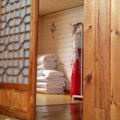 Отель Yeonwoo Guesthouse Стандартный семейный номер с двуспальной кроватью фото 5