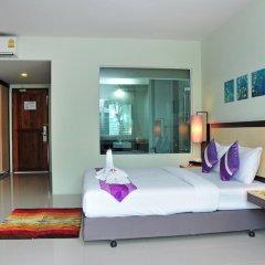 Отель AM Surin Place Номер Делюкс с двуспальной кроватью фото 11