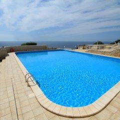 Отель Scogliera del Gabbiano Италия, Гальяно дель Капо - отзывы, цены и фото номеров - забронировать отель Scogliera del Gabbiano онлайн бассейн фото 2