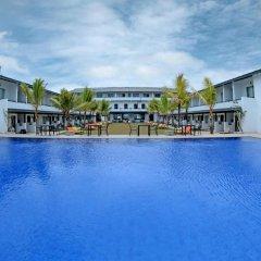 Отель Coco Royal Beach Resort бассейн