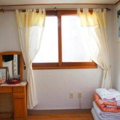 Отель Yeonwoo Guesthouse Стандартный номер с различными типами кроватей фото 7