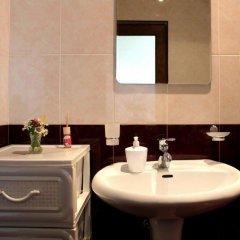 Отель Family & Friends Guest house ванная