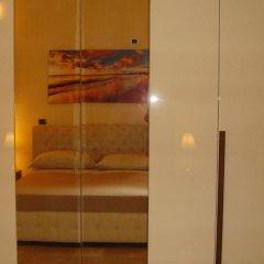 Отель Antiche Volte Бари сейф в номере