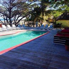Отель Funky Fish Beach & Surf Resort Фиджи, Остров Малоло - отзывы, цены и фото номеров - забронировать отель Funky Fish Beach & Surf Resort онлайн бассейн фото 2
