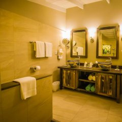 Отель East Winds Inn - Все включено ванная