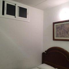 Отель Hostal Mont Thabor Номер категории Эконом с различными типами кроватей фото 3