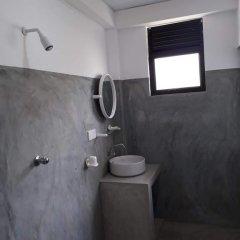 Отель Relax Inn Hikkaduwa Шри-Ланка, Хиккадува - отзывы, цены и фото номеров - забронировать отель Relax Inn Hikkaduwa онлайн ванная