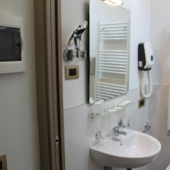Отель Alloggi Centrale Италия, Абано-Терме - отзывы, цены и фото номеров - забронировать отель Alloggi Centrale онлайн ванная фото 2