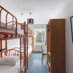 Hush Hostel Moda Кровать в общем номере