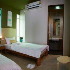 Отель Uncle Loy's Boutique House Таиланд, Бангкок - отзывы, цены и фото номеров - забронировать отель Uncle Loy's Boutique House онлайн комната для гостей фото 2
