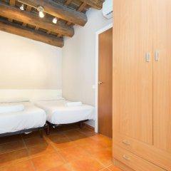 Апартаменты Ainb Raval Hospital Apartments Барселона комната для гостей фото 2