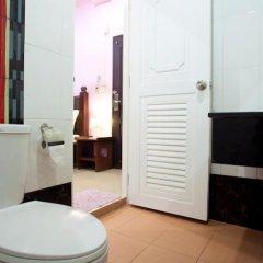 Отель Baan Sutra Guesthouse Пхукет в номере