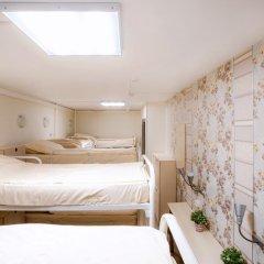 Хостел Успенский Двор Кровать в женском общем номере с двухъярусной кроватью