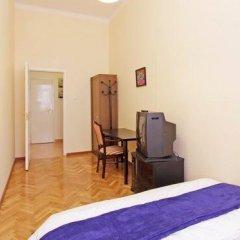 Отель City Rooms Стандартный номер с двуспальной кроватью (общая ванная комната) фото 9