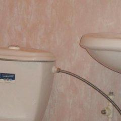 Гостиница База отдыха Искра в Анапе отзывы, цены и фото номеров - забронировать гостиницу База отдыха Искра онлайн Анапа ванная