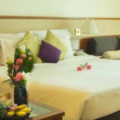 Royal Phuket City Hotel 4* Улучшенный номер двуспальная кровать фото 3