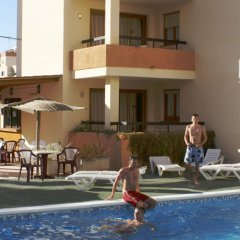 Отель Apartamentos Arlanza бассейн