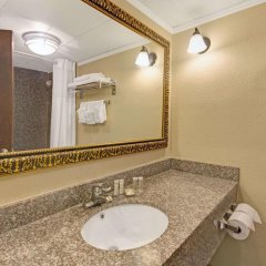 Отель Super 8 Kings Mountain Южный Бельмонт ванная