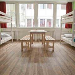 Wombats City Hostel Кровать в общем номере фото 4
