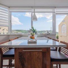 Отель Penthouse Marsaxlokk Марсашлокк в номере фото 2